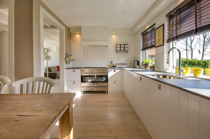 Tips voor het inrichten van je keuken. Heeft u wel eens gedacht aan een glazen achterwand?