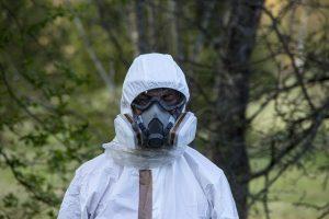 Asbest is een natuurlijk maar gevaarlijk mineraal dat in vele materialen voorkomt. Ontdek hier wat de gezondheidsrisico's zijn en hoe je ze laat verwijderen.